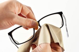 cleaning-glasses-CTEH-JCI