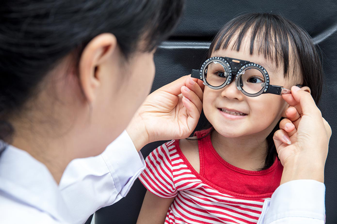 doctor-checks- child's eye