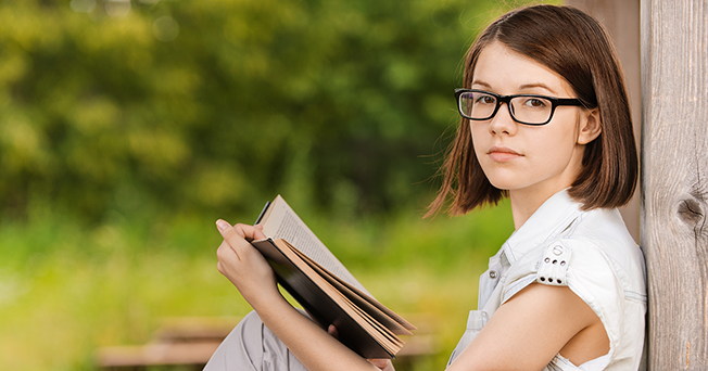 girl-with-reading-glasses-cao-thang-eye-hospital